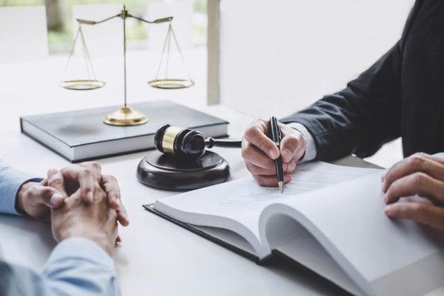 اهمیت وکیل امور قرارداد